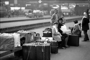 ARRIVO IN STAZIONE CENTRALE DI FAMIGLIE IMMIGRATI DAL MERIDIONE ANNO 1969